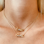 "COLLIER ""LOVE"""